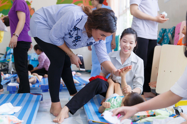 Phạm Hương, Lệ Hằng cùng Hoa hậu Dominica giản dị về Củ Chi làm từ thiện - Ảnh 7.