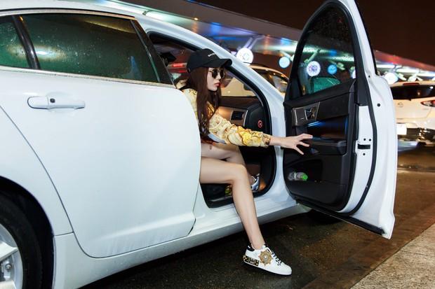 Chỉ mới ra sân bay đến Milan mà Hoa hậu Kỳ Duyên đã dát 900 triệu tiền hàng hiệu lên người! - Ảnh 1.