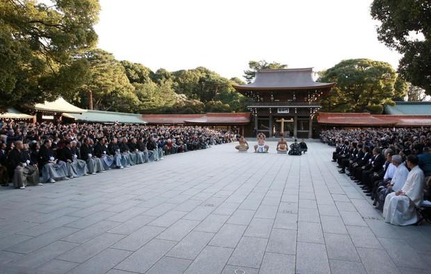 18.000 người nô nức mừng sumo Nhật nhận danh hiệu Thiên hạ vô song sau 20 năm - Ảnh 4.
