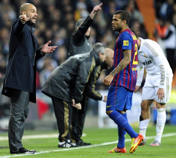 Nhan sắc siêu mẫu khiến Dani Alves từ chối Man City gia nhập PSG - Ảnh 1.