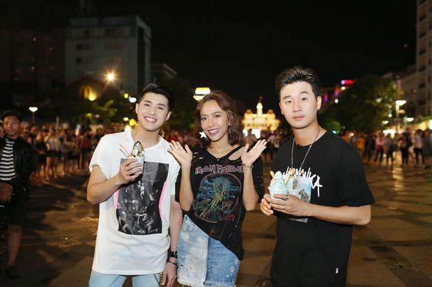 Noo Phước Thịnh cùng rapper Basick làm náo loạn phố đi bộ về đêm - Ảnh 4.