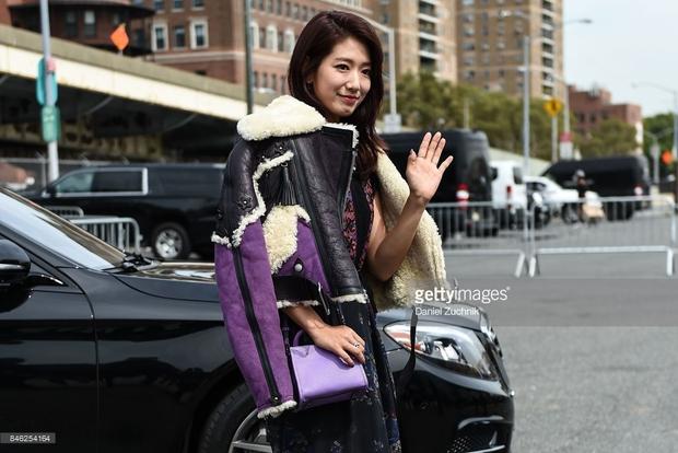 Park Shin Hye váy vóc điệu đà, Jessica Jung kín cổng cao tường tham dự NYFW - Ảnh 6.