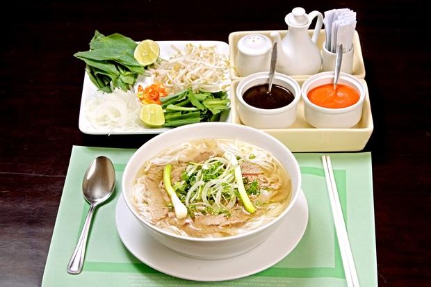 Phở và gỏi cuốn Việt Nam lọt vào top 50 món ăn ngon nhất thế giới do CNN bình chọn 1