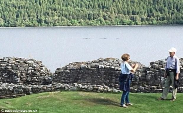 Hàng loạt hình ảnh xuất hiện trong năm 2016 củng cố niềm tin rằng quái vật hồ Loch Ness có thật! - Ảnh 2.