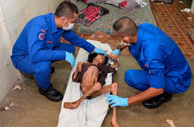 Bị mẹ đẻ nhốt 2 năm trời chỉ ăn đất và nước tiểu, cậu bé suýt chết vì suy dinh dưỡng giờ đã thế này - Ảnh 2.