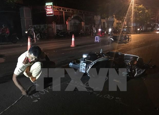 Ô tô đâm gục hàng loạt xe máy, 8 người phải nhập viện - Ảnh 1.