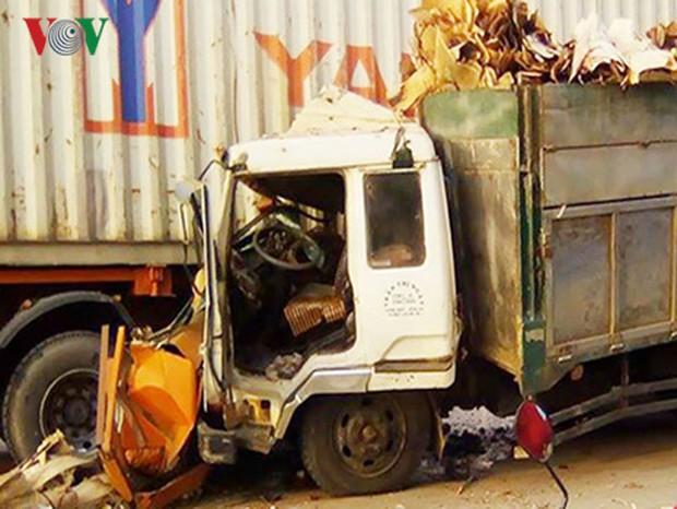 Đôi nam nữ bị xe tải kéo lê dưới gầm, tử vong tại chỗ - Ảnh 1.