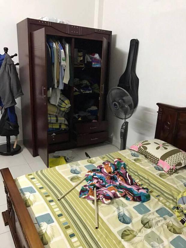 Lạnh người xem clip tên trộm cầm dao lục soát căn nhà - Ảnh 2.