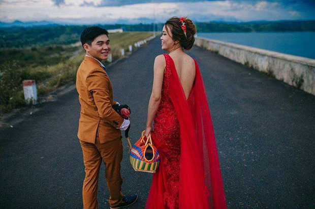 Ảnh cưới của chú rể mê gà chọi, chụp kiểu gì cũng được miễn là phải có gà - Ảnh 7.