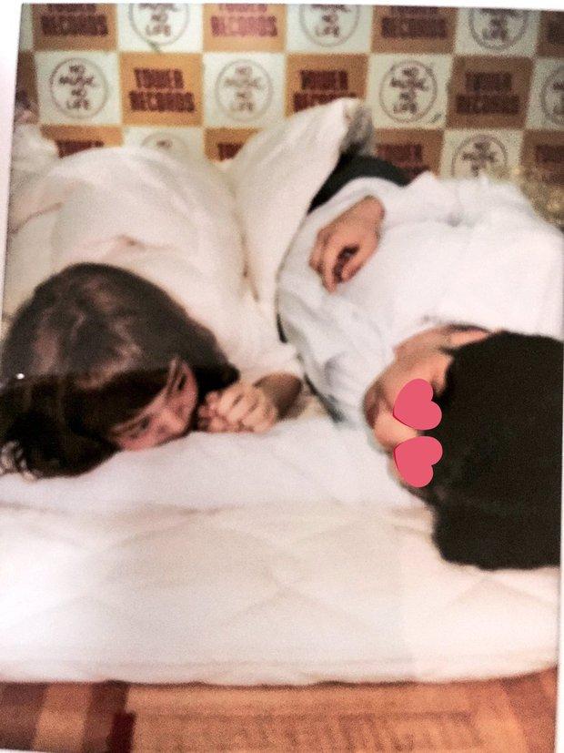 Nhóm nhạc nữ Nhật gây phẫn nộ vì sẵn sàng chụp ảnh giường chiếu với fan để bán được album - Ảnh 2.