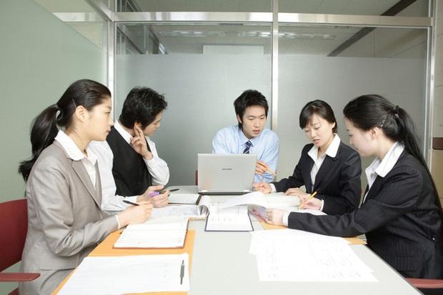 Lý do đằng sau việc ngày càng nhiều dân công sở Hàn Quốc muốn được gọi bằng tên Tây? - Ảnh 2.