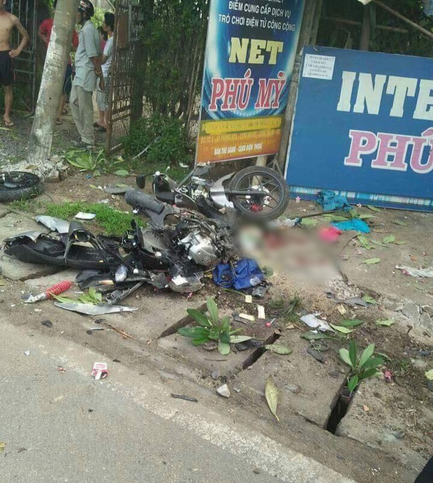 Xe tải lao với tốc độ tử thần tông nát xe máy chở 2 mẹ con ở Đồng Nai - Ảnh 2.