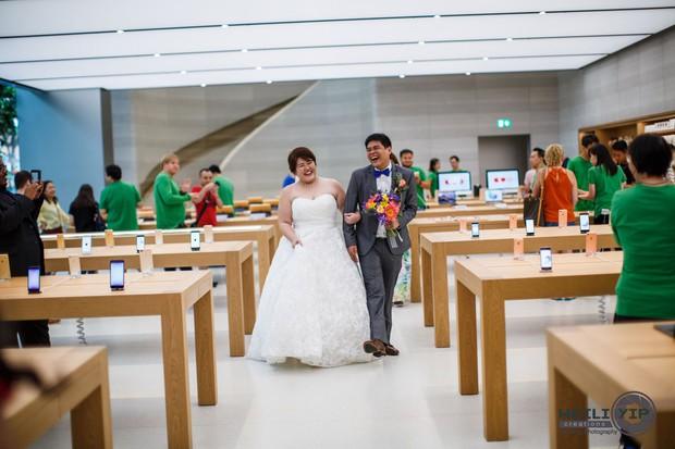 Bộ ảnh cưới của cặp đôi fan cuồng Apple tại Apple Store gây sốt - Ảnh 6.