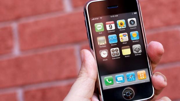 Bí mật thú vị đằng sau chiếc iPhone đầu tiên có mặt tại Việt Nam đúng 10 năm trước - Ảnh 1.