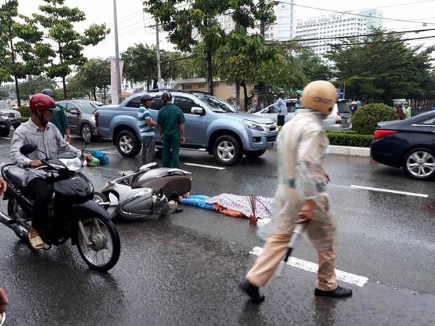 Nữ công nhân bị xe tải cán tử vong trên đường về nhà - Ảnh 1.