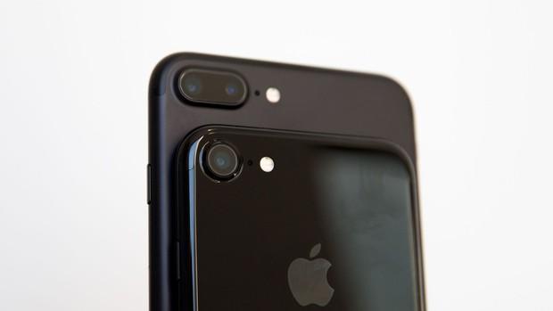 Năm nay có tới 3 chiếc iPhone tuyệt vời ra mắt, nhưng đây là tin buồn cho tất cả những ai muốn mua chúng - Ảnh 1.