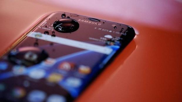 Màn hình smartphone luôn tắt khi bạn nghe điện thoại, 96% người dùng không biết lý do tại sao - Ảnh 1.