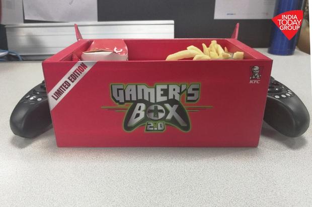 KFC lại gây chú ý khi tung ra thị trường hộp đựng gà rán kiêm tay cầm chơi game di động - Ảnh 2.