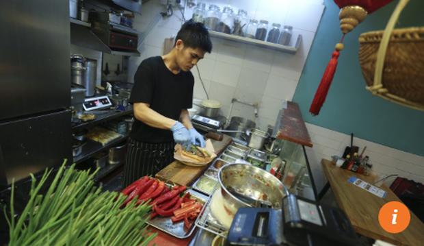 Những quán bánh mì Việt Nam ngon nức tiếng được báo Hong Kong ca ngợi - Ảnh 2.