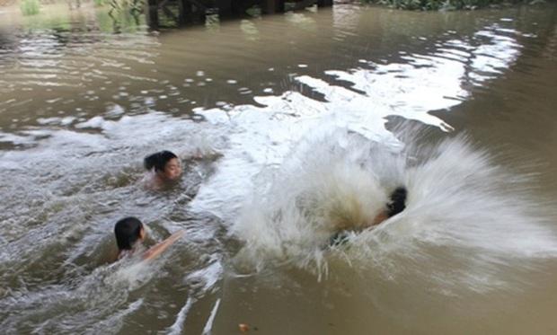 Hải Dương: Cứu em trai đuối nước, chị chết thảm dưới sông - Ảnh 1.