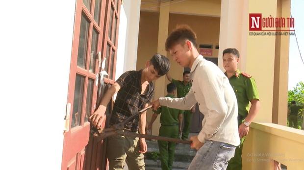 Clip hi hữu: 3 học sinh đột nhập chính trường mình học để trộm cắp tài sản - Ảnh 2.