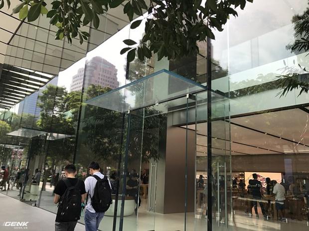 Trải nghiệm thực tế Apple Store Orchard Singapore: khi bạn không chỉ trả tiền cho thương hiệu, thiết kế mà quan trọng hơn cả là trải nghiệm - Ảnh 2.