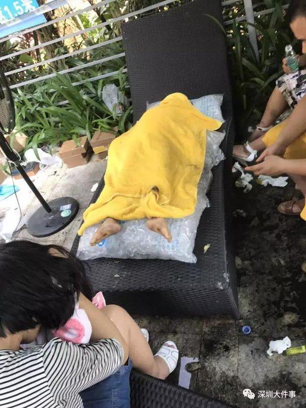 Bé trai 4 tuổi chết đuối ở hồ bơi, ngay bên cạnh mẹ và 3 nhân viên cứu hộ - Ảnh 2.