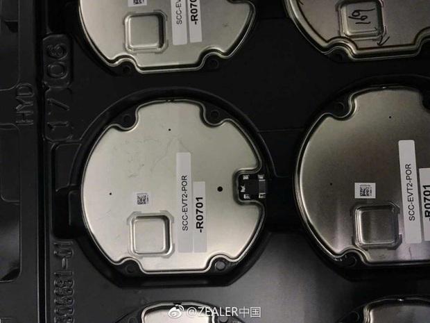 Lộ toàn bộ ảnh linh kiện chứng tỏ iPhone 8 có sạc không dây - Ảnh 1.