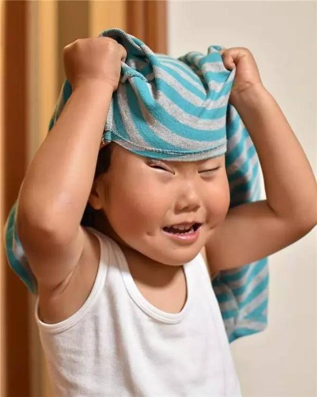 Bị mẹ dìm hàng không thương tiếc nhưng biểu cảm mặt xấu của cô bé 5 tuổi vẫn khiến dân mạng điêu đứng - Ảnh 2.