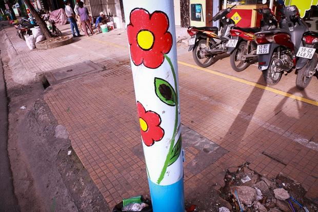 Đồng phục hoa trên hàng trăm cây cột điện gây tranh cãi, chuyên gia đô thị và người trong cuộc lên tiếng - Ảnh 5.