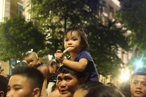 Chùm ảnh: Giới trẻ khắp mọi miền háo hức dạo phố đêm Quốc Khánh 2/9 - Ảnh 5.
