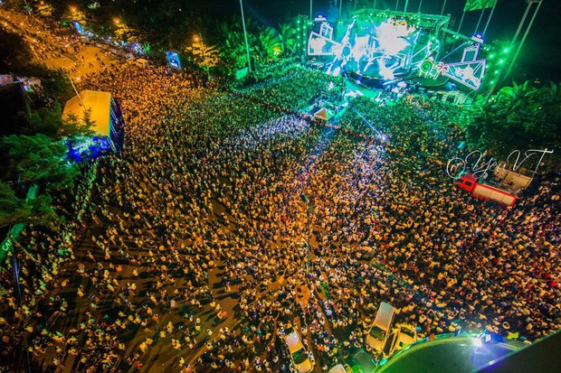 Chùm ảnh: Giới trẻ khắp mọi miền háo hức dạo phố đêm Quốc Khánh 2/9 - Ảnh 25.
