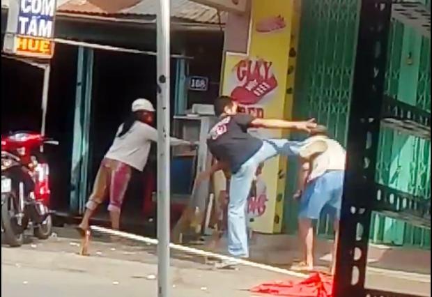 Sự thật về video con trai đánh cha trong ngày lễ vu lan - Ảnh 3.