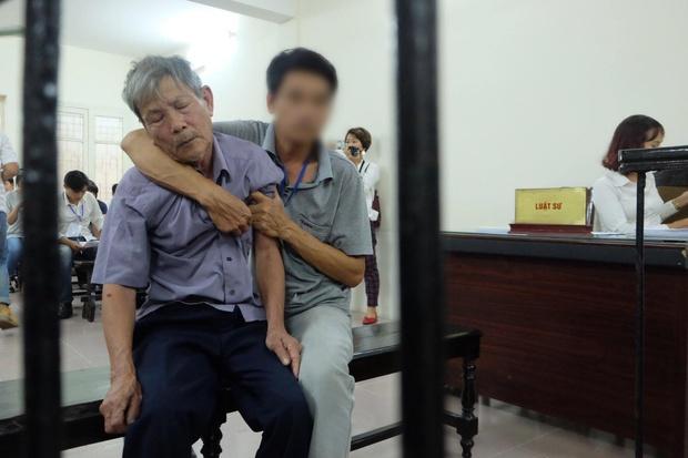 Hà Nội: Cụ ông 79 tuổi hiếp dâm bé gái bị phạt 8 năm tù - Ảnh 3.