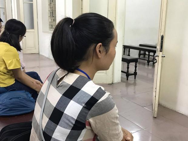 Hà Nội: Cụ ông 79 tuổi hiếp dâm bé gái bị phạt 8 năm tù - Ảnh 4.