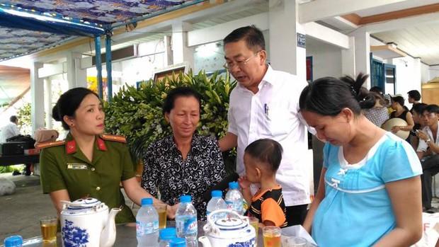 Chiến sĩ PCCC hy sinh khi làm nhiệm vụ ở Sài Gòn: Vợ mang bầu ôm con thơ khóc ngất gọi tên chồng - Ảnh 3.
