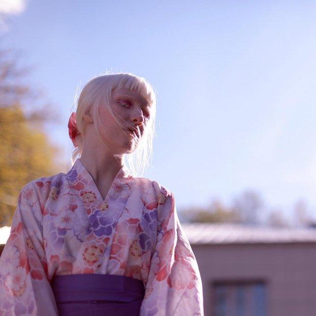 Mang diện mạo của công chúa tuyết, người mẫu bạch tạng nước Nga lại dành đam mê cháy bỏng cho văn hóa Nhật - Ảnh 1.