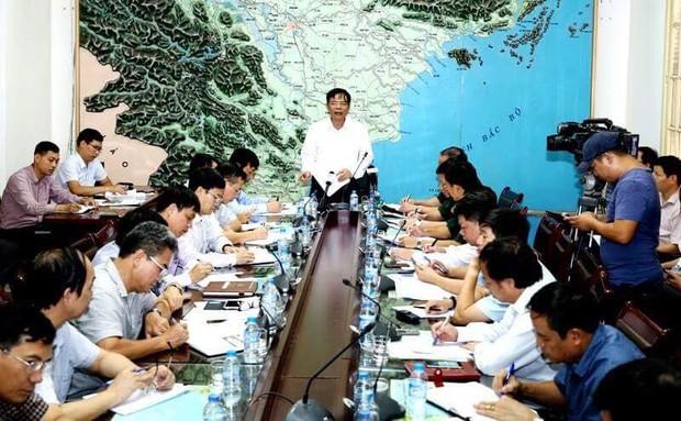 Công điện khẩn từ Thủ tướng chính phủ: Bão số 10 rất mạnh, diễn biến phức tạp, cần theo dõi chặt chẽ - Ảnh 1.