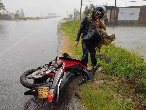 Bão số 10 đổ bộ vào đất liền, vùng tâm bão mưa to, gió giật mạnh - Ảnh 21.