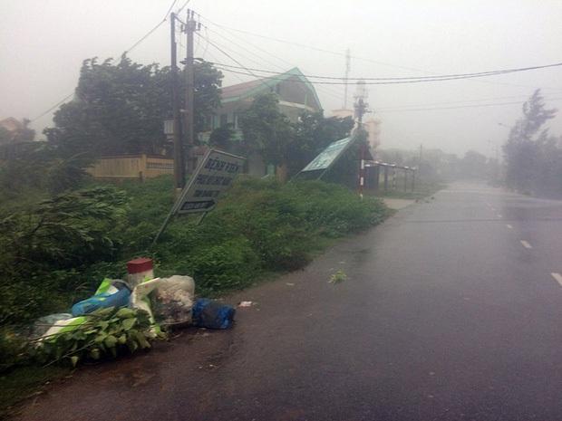 Bão số 10 đổ bộ vào đất liền, vùng tâm bão mưa to, gió giật mạnh - Ảnh 28.