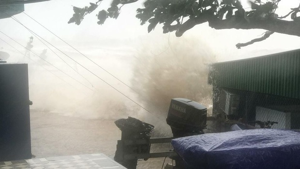Bão số 10 đổ bộ vào đất liền, vùng tâm bão mưa to, gió giật mạnh - Ảnh 31.