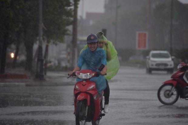 Bão số 10 đổ bộ vào đất liền, vùng tâm bão mưa to, gió giật mạnh - Ảnh 39.