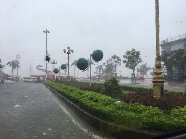 Bão số 10 đổ bộ vào đất liền, vùng tâm bão mưa to, gió giật mạnh - Ảnh 42.