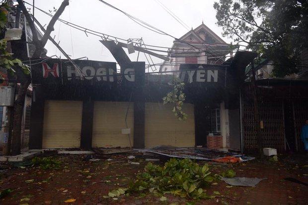 Chùm ảnh: Bão số 10 chưa qua, các tỉnh miền Trung đã tan hoang, ngập lụt - Ảnh 24.