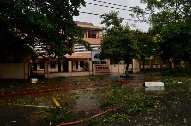 Chùm ảnh: Bão số 10 chưa qua, các tỉnh miền Trung đã tan hoang, ngập lụt - Ảnh 27.