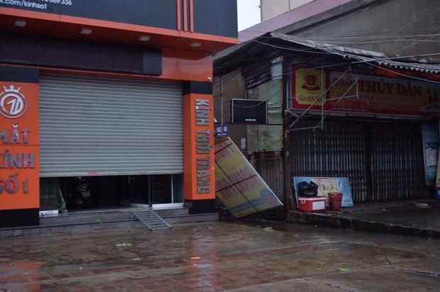 Chùm ảnh: Bão số 10 chưa qua, các tỉnh miền Trung đã tan hoang, ngập lụt - Ảnh 25.