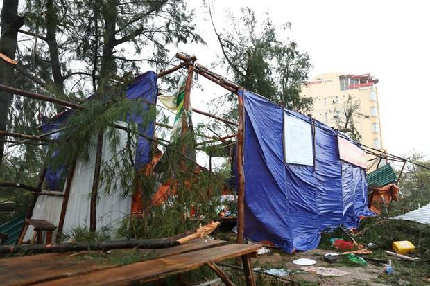 Chùm ảnh: Bão số 10 chưa qua, các tỉnh miền Trung đã tan hoang, ngập lụt - Ảnh 20.