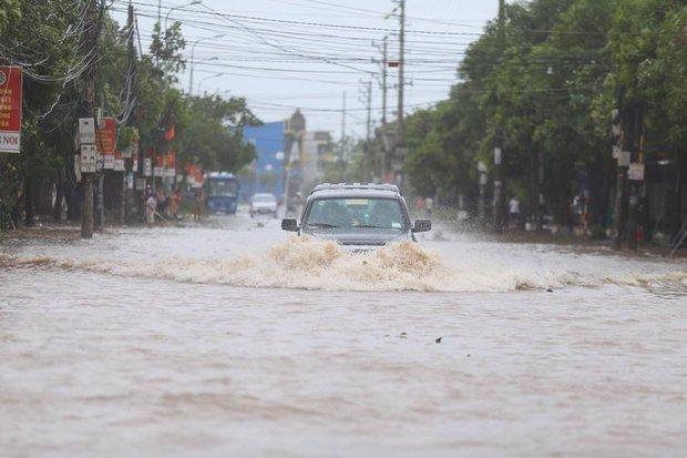 Chùm ảnh: Bão số 10 chưa qua, các tỉnh miền Trung đã tan hoang, ngập lụt - Ảnh 8.