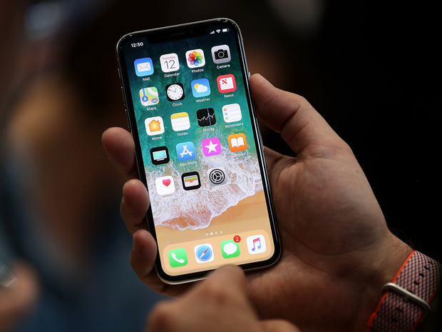 iPhone X là chiếc iPhone đầu tiên có màn hình OLED nhưng tóm lại điều này có ý nghĩa gì? - Ảnh 1.