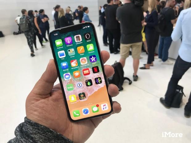 iPhone X là chiếc iPhone đầu tiên có màn hình OLED nhưng tóm lại điều này có ý nghĩa gì? - Ảnh 2.